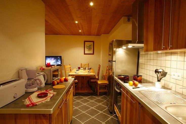 Open-plan kitchen Location Apartment 27146 Valloire