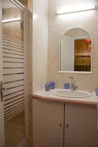 bathroom Location Studio apartment 29375 Risoul 1850