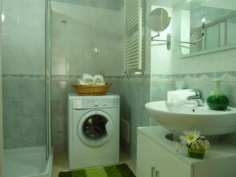 bathroom Location Apartment 49678 Monopoli