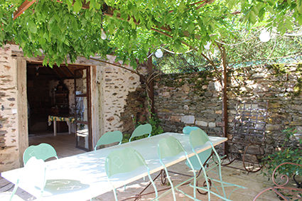 Terrace 1 Location Self-catering property 79870 Rocamadour