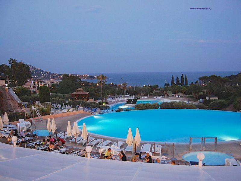 Swimming pool Location Apartment 107381 Saint Raphael