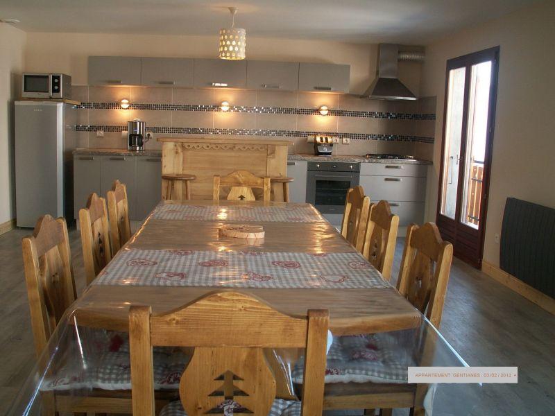 Open-plan kitchen Location Apartment 114431 La Léchère