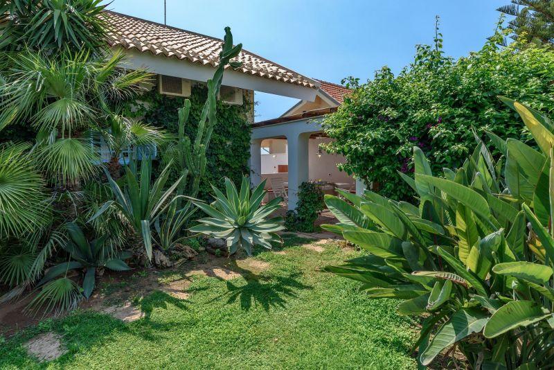 Garden Location Villa 116103 Punta Secca