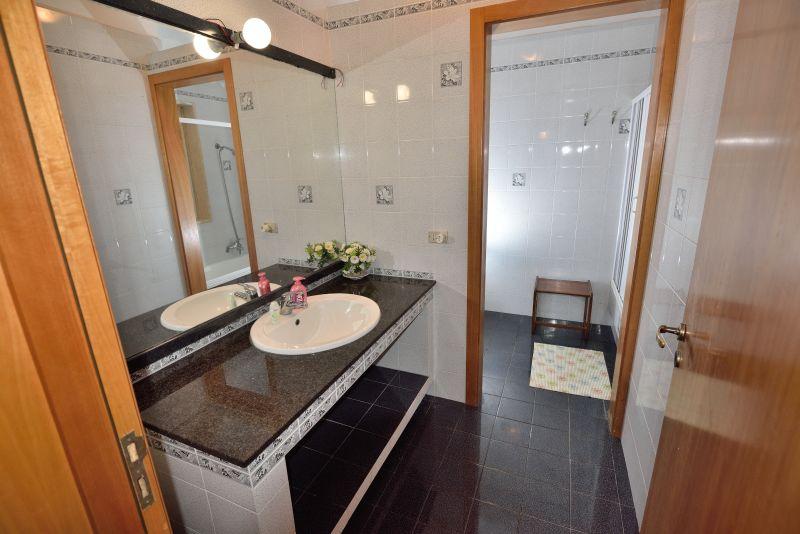 bathroom 1 Location Villa 93054 Gallipoli