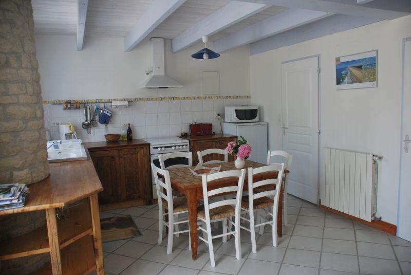Open-plan kitchen Location Self-catering property 108201 La Rochelle