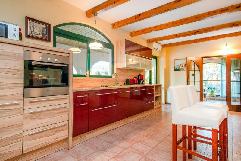 Open-plan kitchen Location House 112578 Marina