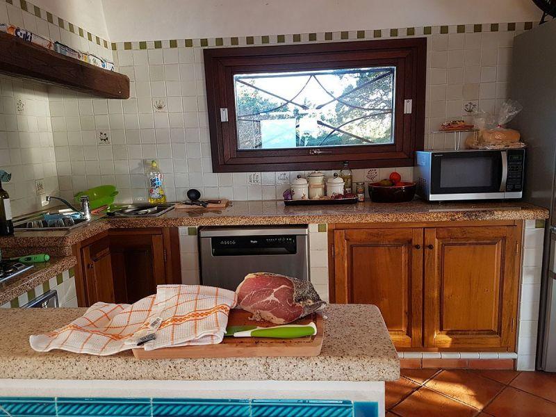 Open-plan kitchen Location Villa 90063 Santa Teresa di Gallura