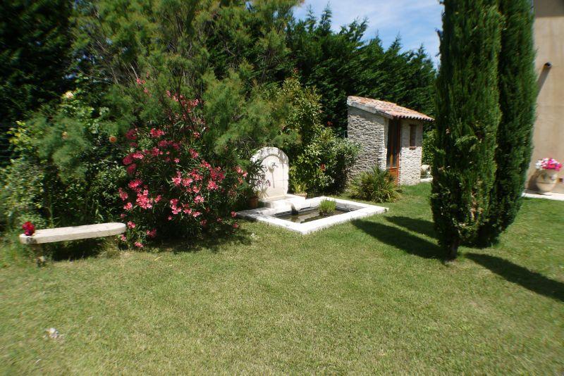 Garden Location Villa 103227 Villeneuve lez Avignon