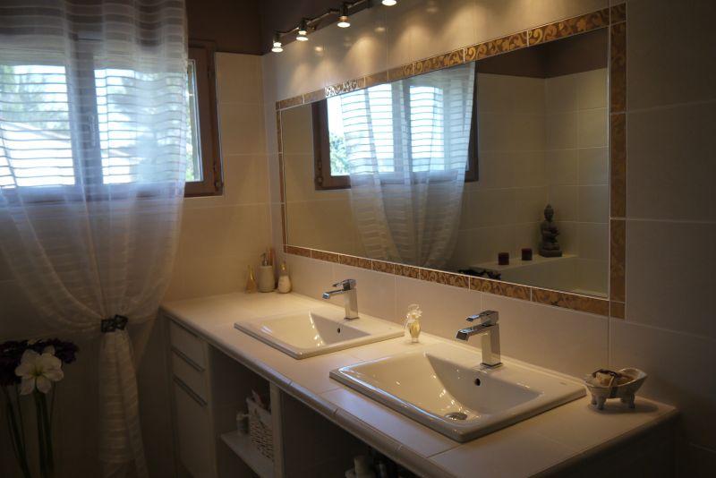 bathroom Location Villa 103227 Villeneuve lez Avignon