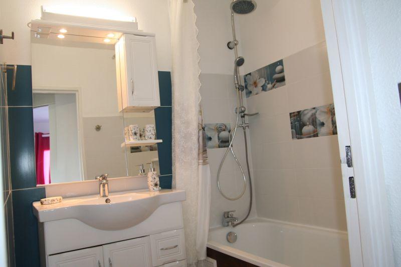 bathroom Location Apartment 109014 Saint Gilles