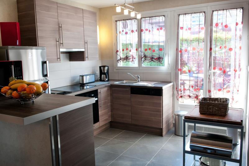 Open-plan kitchen Location Apartment 84824 Montpellier