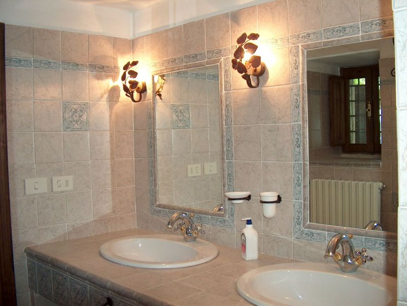 bathroom 2 Location Villa 11865 Arezzo