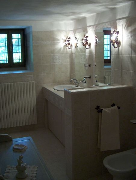 bathroom 1 Location Villa 11865 Arezzo