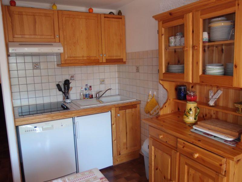 Open-plan kitchen Location Apartment 1370 Le Grand Bornand