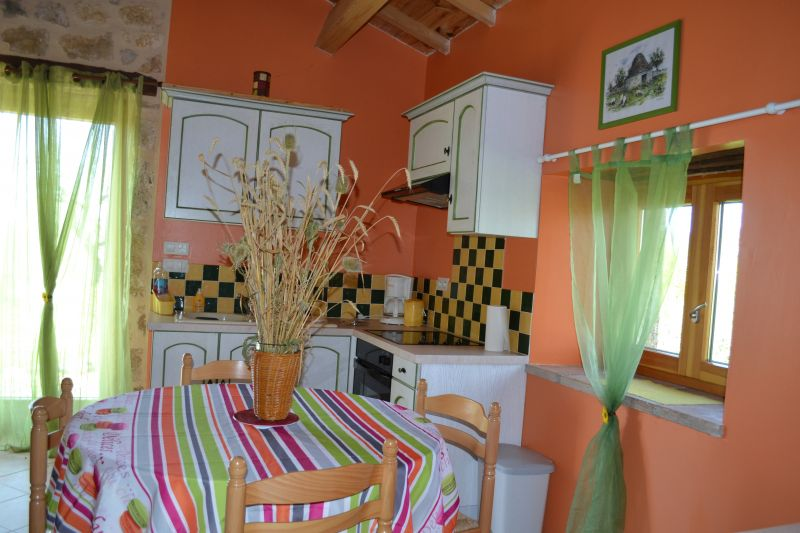 Open-plan kitchen Location Self-catering property 19555 Cahors