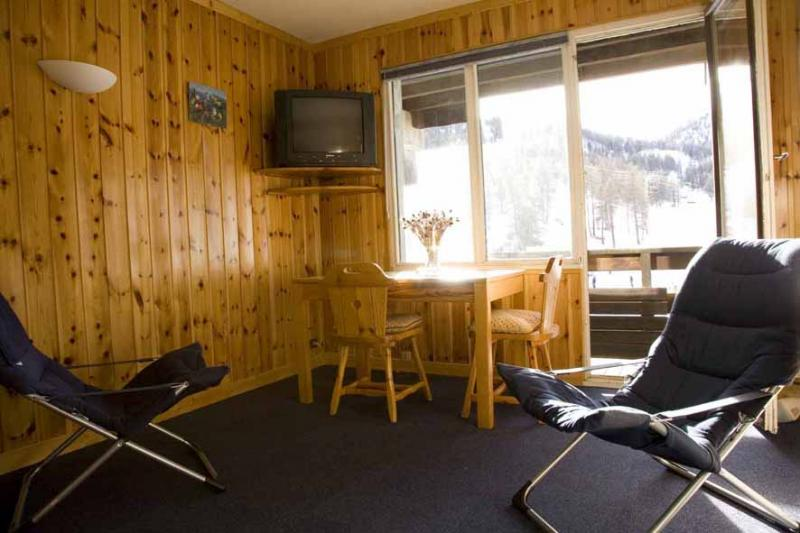 Living room Location Studio apartment 29375 Risoul 1850