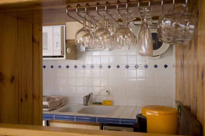 Open-plan kitchen Location Studio apartment 29375 Risoul 1850