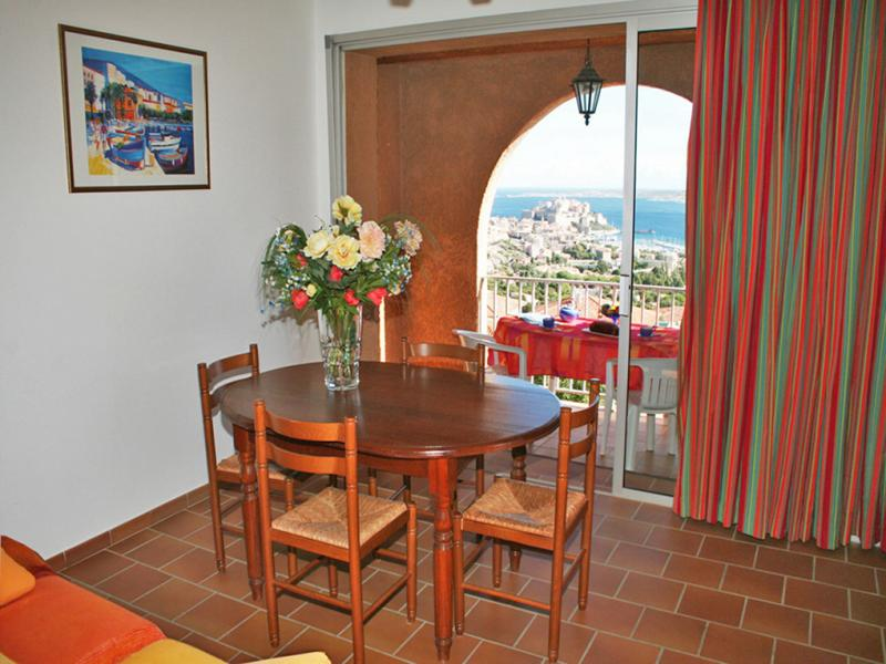 Dining room Location Apartment 32806 Calvi
