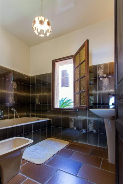 bathroom Location Apartment 32806 Calvi