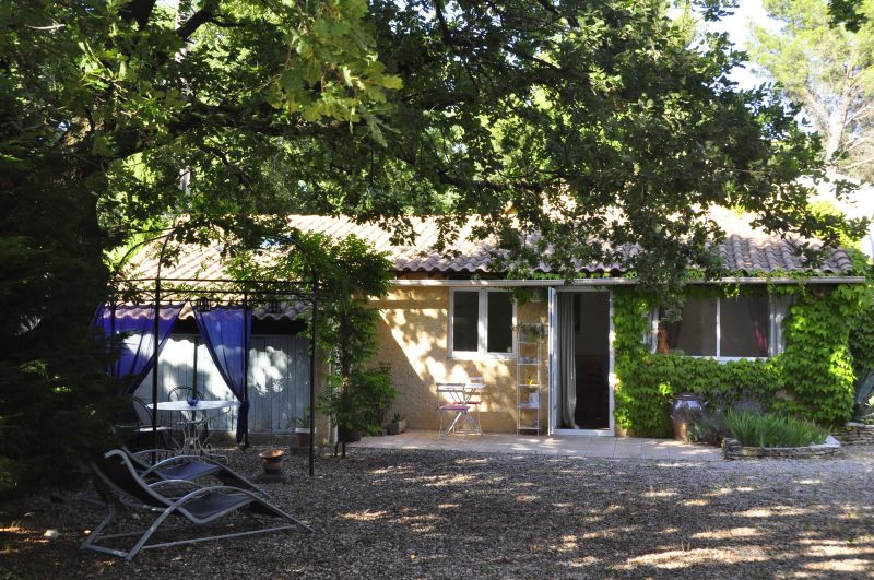 Outside view Location Self-catering property 33456 Avignon