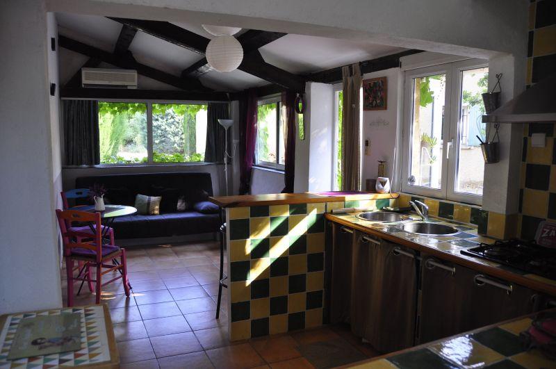 Kitchenette Location Self-catering property 33456 Avignon
