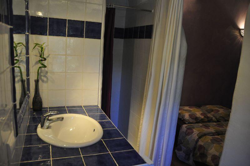 Washing facilities Location Self-catering property 33456 Avignon