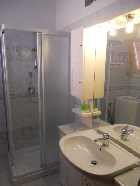 bathroom 1 Location Apartment 33793 Santa Teresa di Gallura