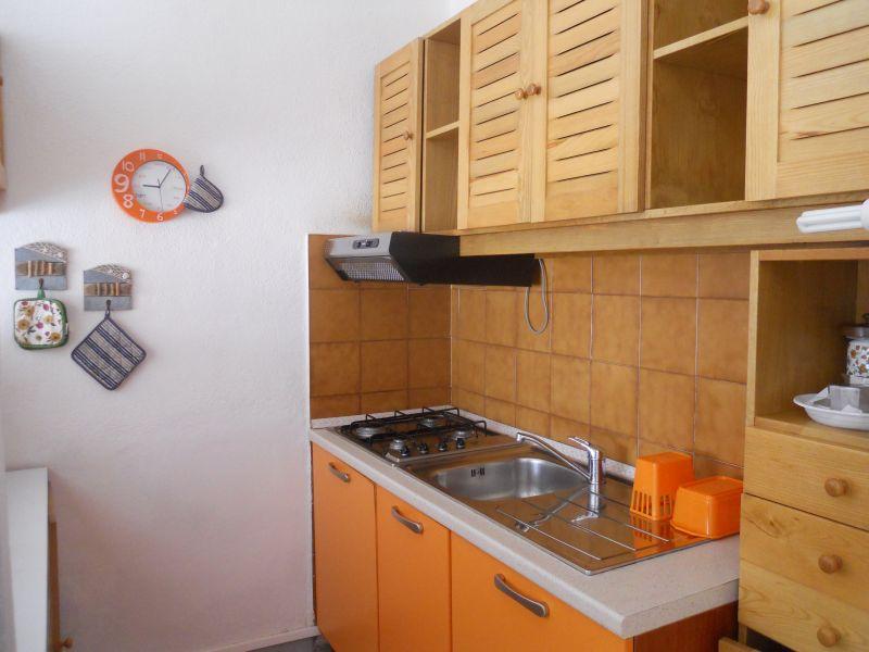 Open-plan kitchen Location Apartment 33793 Santa Teresa di Gallura
