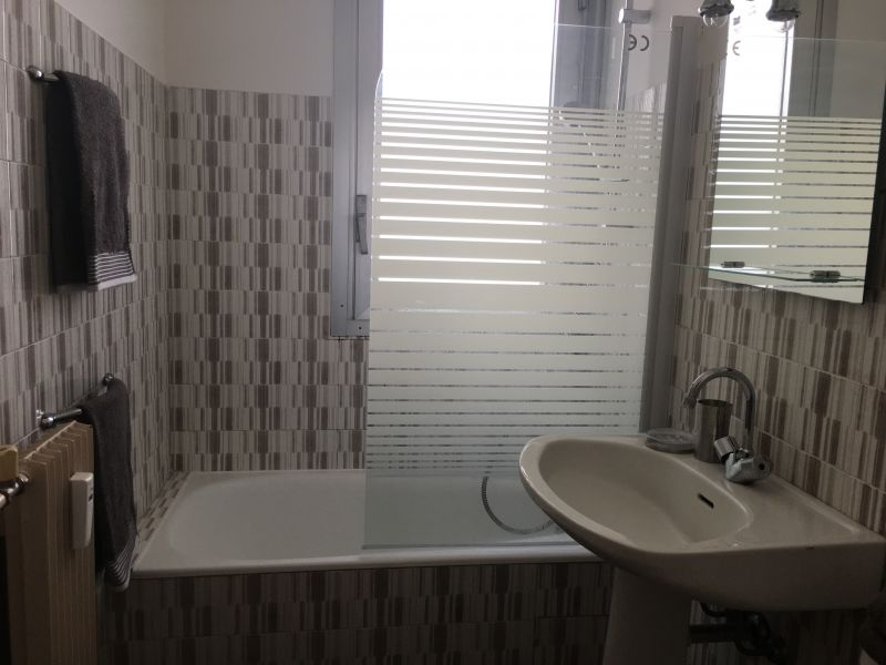 bathroom Location Studio apartment 35014 Nice