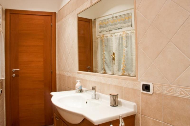 bathroom Location Apartment 43575 Rome