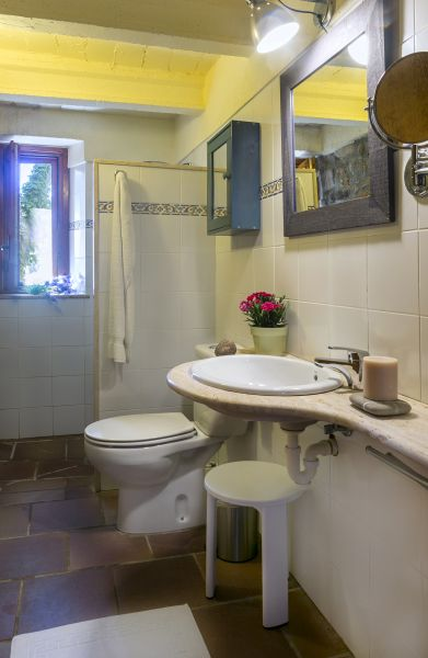 bathroom 3 Location Self-catering property 55342 Figueres