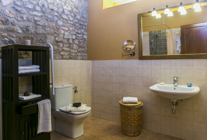 bathroom 4 Location Self-catering property 55342 Figueres