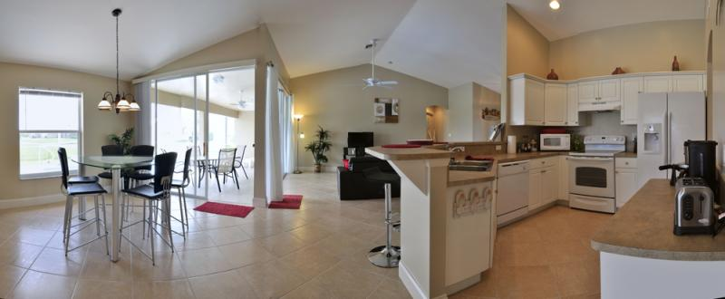 Open-plan kitchen Location Villa 57904 Cape Coral