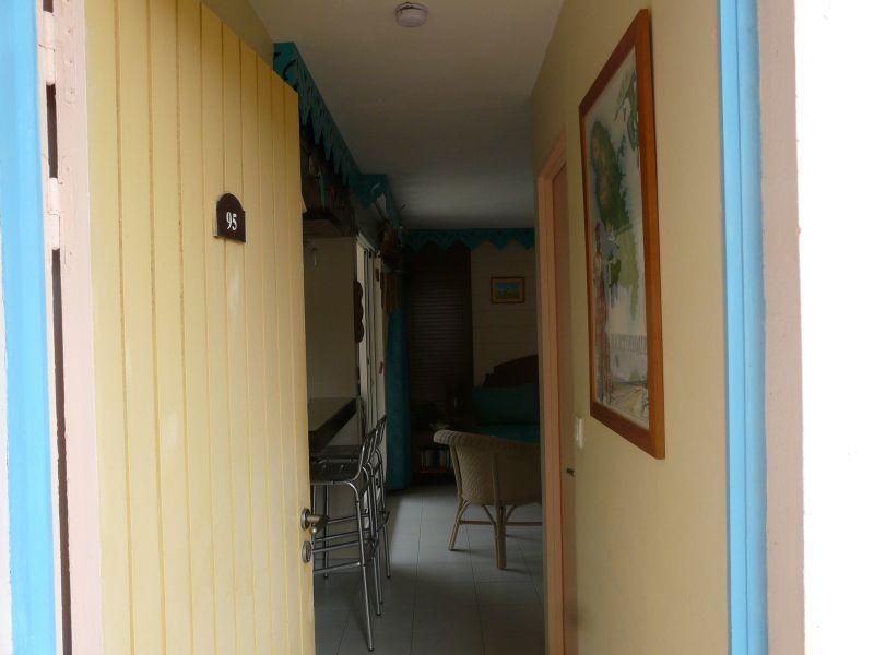 Hall Location Apartment 58877 Sainte Anne (Martinique)
