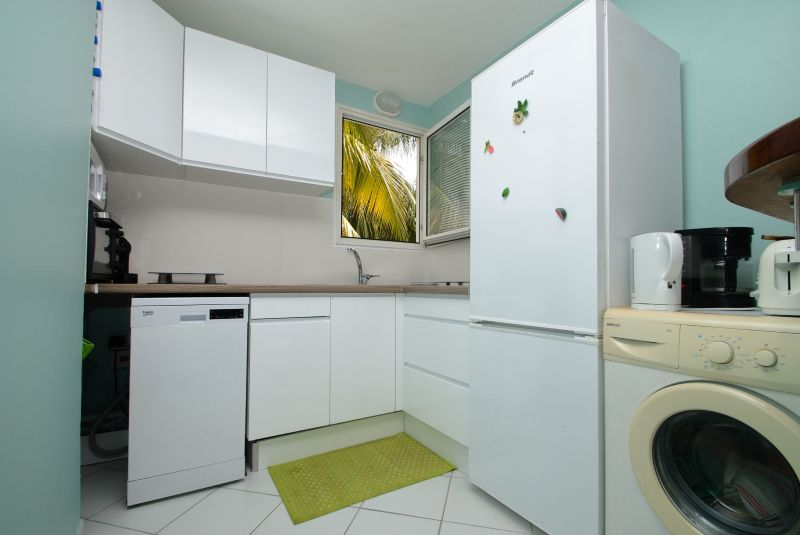 Open-plan kitchen Location Apartment 58877 Sainte Anne (Martinique)