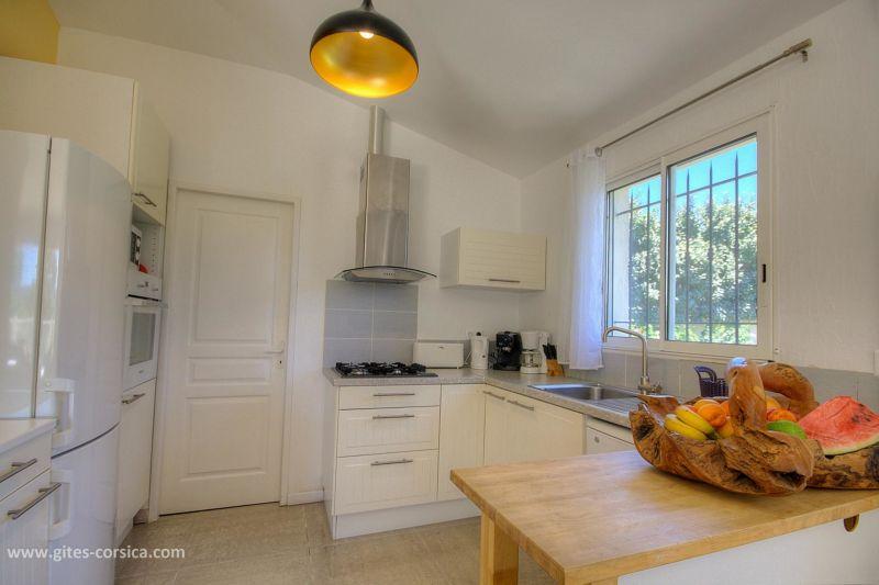 Open-plan kitchen Location Villa 59939 Porto Vecchio