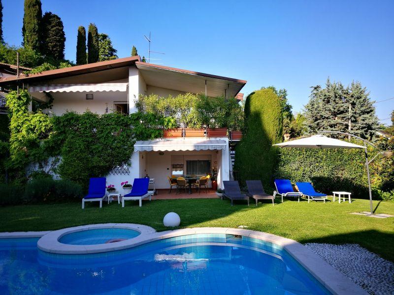 Outside view Location Villa 61113 Garda
