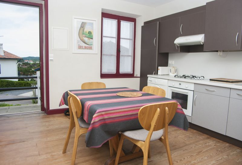 Open-plan kitchen Location Apartment 6432 Biarritz