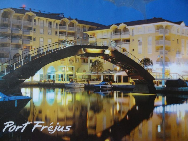 Surroundings Location Apartment 8488 Fréjus
