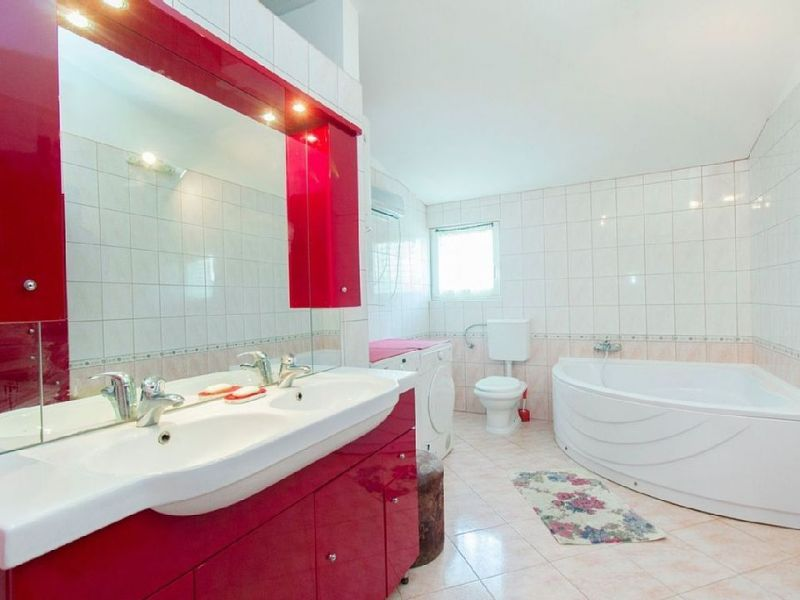 bathroom 1 Location House 114407 Kastel Novi