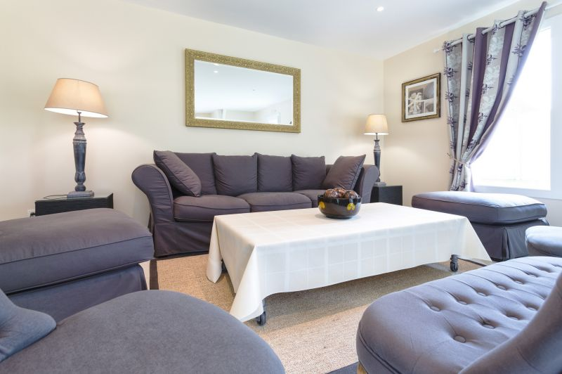 Hall Location Self-catering property 81097 Arromanches