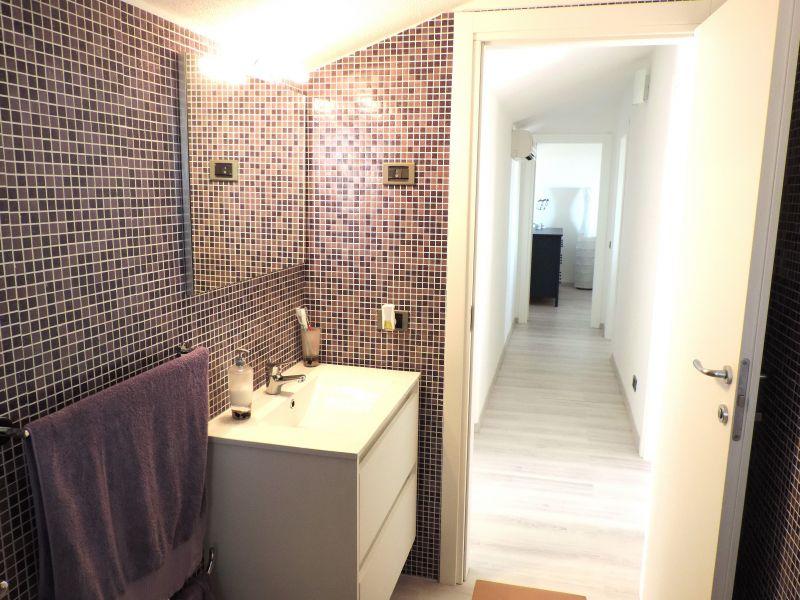 bathroom 1 Location Apartment 103248 Marina di Ragusa