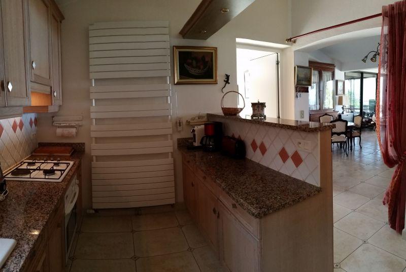 Open-plan kitchen Location Villa 114573 Porticcio