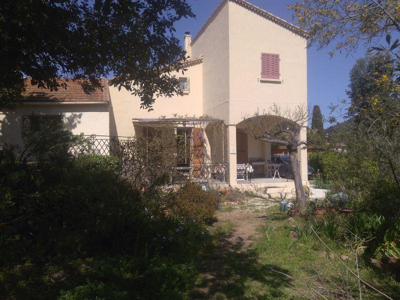 Outside view Location Villa 115101 Le Pradet