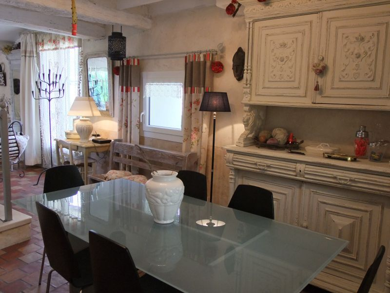 Dining room Location Self-catering property 83791 Nyons