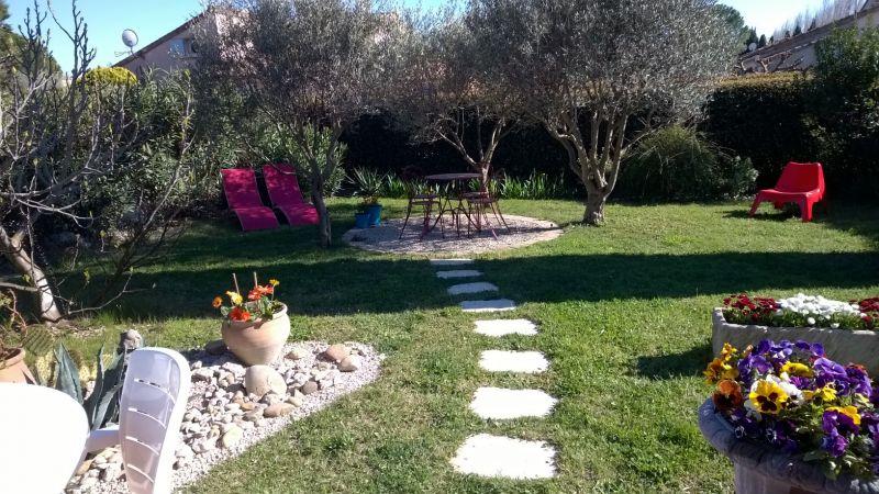Garden Location Villa 92658 Eyguières