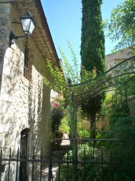 Location Self-catering property 92728 La Tour d'Aigues
