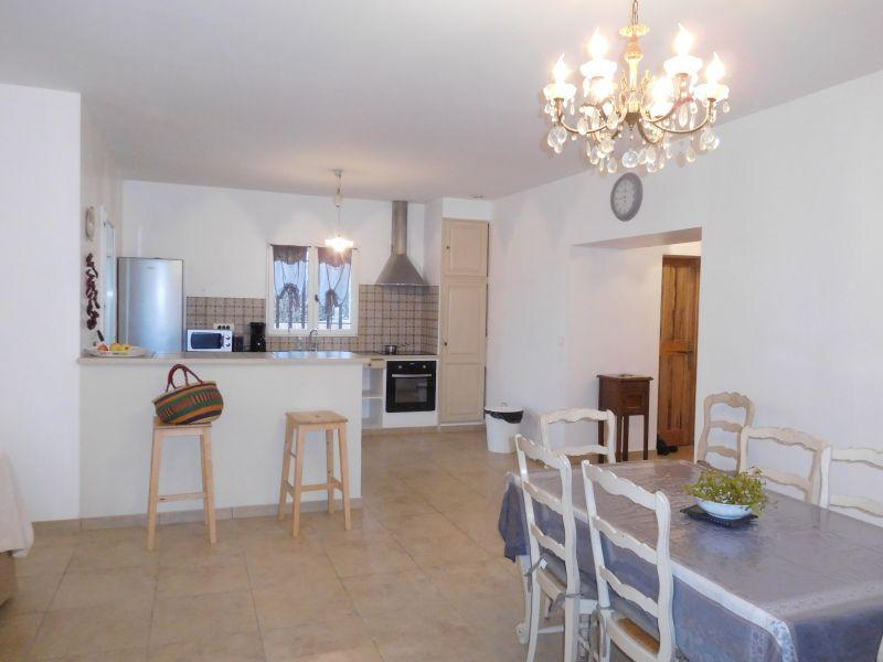 Open-plan kitchen Location Villa 108228 Apt