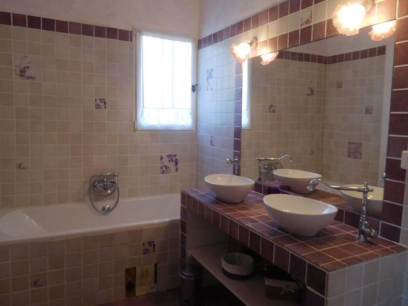 bathroom Location Villa 108228 Apt