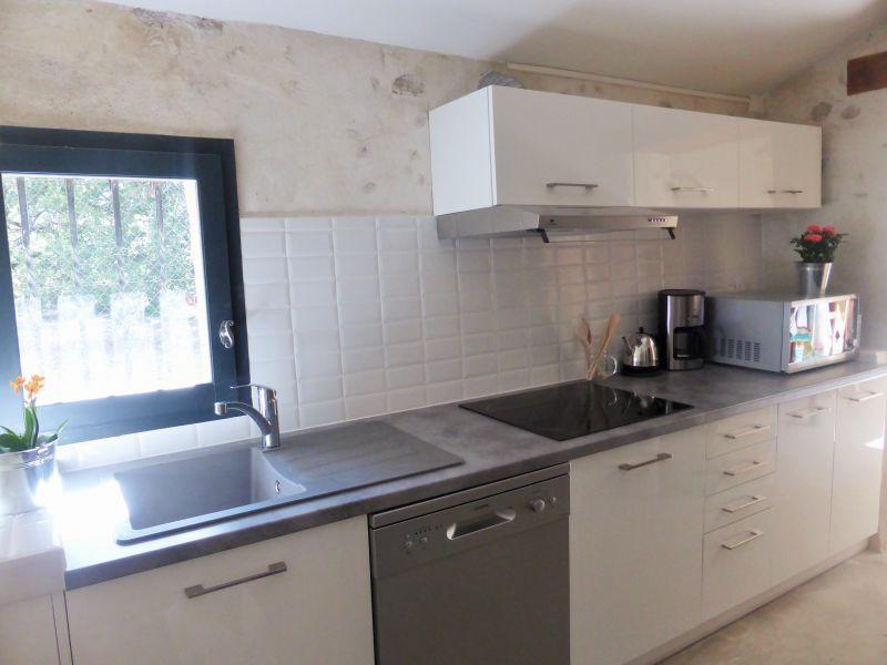 Sep. kitchen Location House 110810 Vaison la Romaine